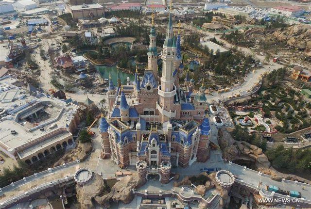 Ο Κινέζος Κροίσος που κήρυξε τον πόλεμο στην Disney | tovima.gr