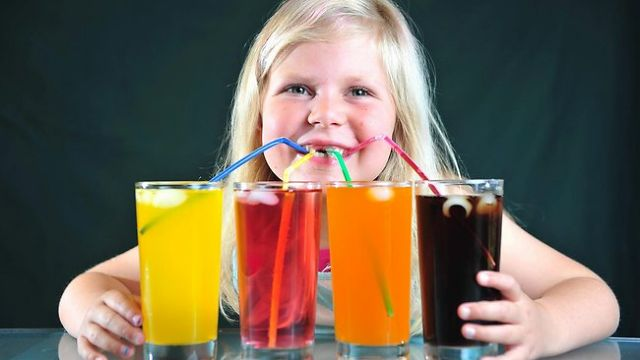 Τα αναψυκτικά κύρια πηγή πρόσληψης ζάχαρης για τα παιδιά | tovima.gr