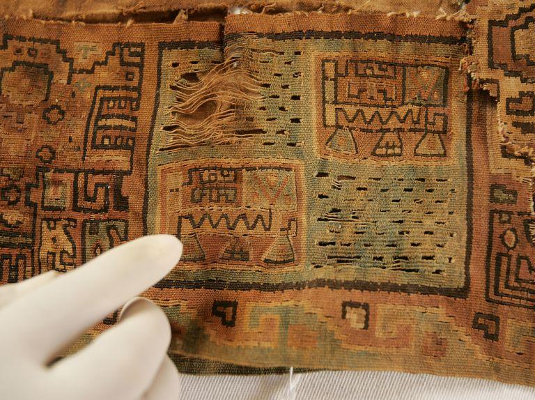 Police arrest illicit dealer of Incan artifacts in Patisia   tovima.gr