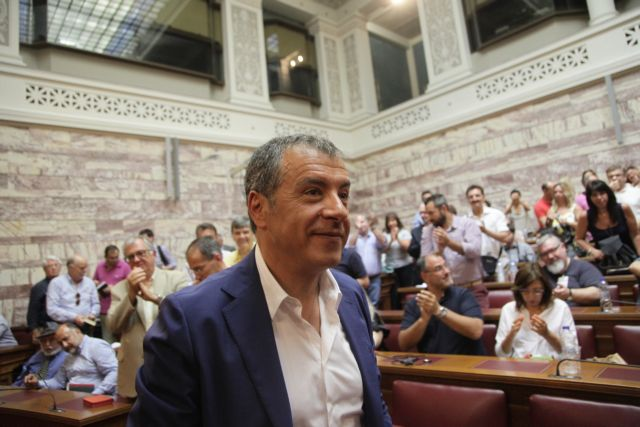 """Theodorakis: """"Tsipras does not intend to call early elections"""" 