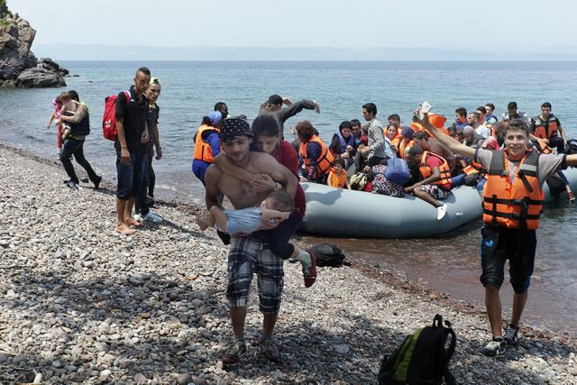 Λέσβος: Πάνω από 10.000 οι αιτούντες άσυλο πρόσφυγες | tovima.gr