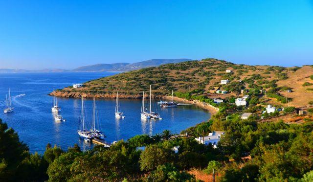 Προσφορά ιατρικού εξοπλισμού στο νησί Μαράθι | tovima.gr