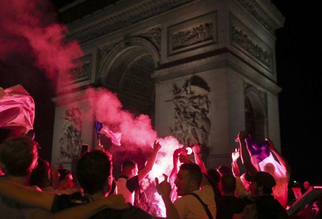 Euro2016: Επεισόδια και συλλήψεις στους πανηγυρισμούς των Γάλλων | tovima.gr