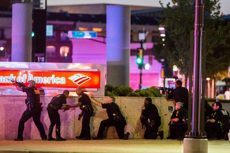 Ντάλας: Ο δράστης ήθελε να σκοτώσει λευκούς αστυνομικούς – Νεκρός από εκρηκτικά των Αρχών | tovima.gr