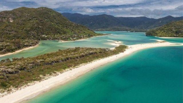 Νέα Ζηλανδία: Ακτιβιστές αγόρασαν παραλία και την παρέδωσαν στο κοινό   tovima.gr