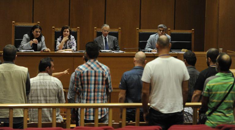 36 χρονος με σουγιά επιχείρησε να μπεί στη δίκη της Χρυσής Αυγής | tovima.gr