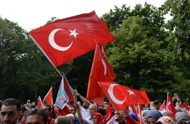 Ανησυχία για τις διαδηλώσεις υπέρ και κατά του Ερντογάν στην Κολωνία | tovima.gr