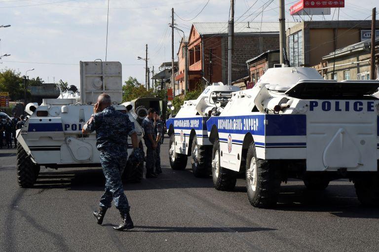 Αρμενία: Επίθεση ενόπλων στα κεντρικά της αστυνομίας στο Ερεβάν | tovima.gr