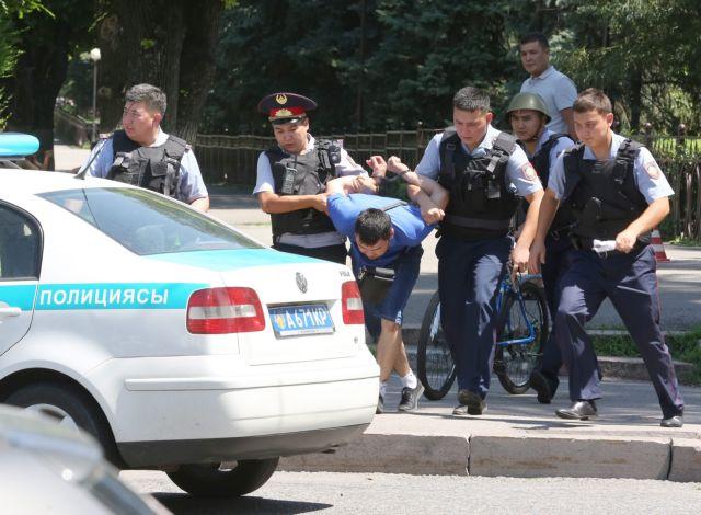Αιματηρή επίθεση κατά αστυνομικών στο Καζακστάν   tovima.gr