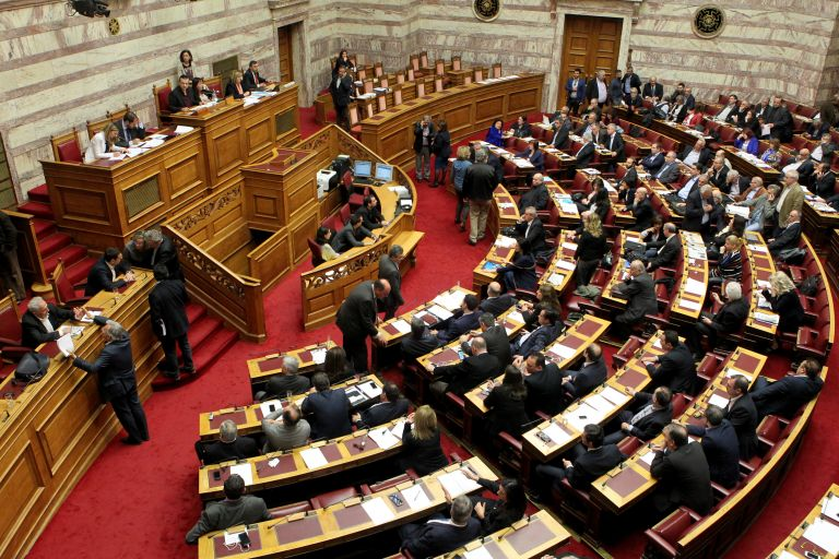 Parliamentary discussion on electoral law reform continues | tovima.gr