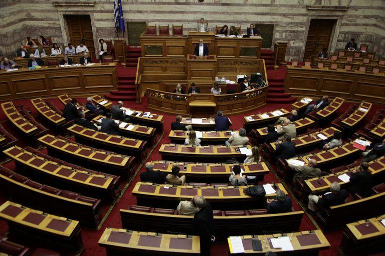 Κόντρες στη Βουλής για την κατάθεση τροπολογιών | tovima.gr