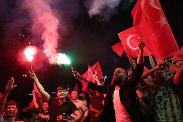 Τουρκία AKP: Ο λαός μάς αναγκάζει να επαναφέρουμε τη θανατική ποινή | tovima.gr