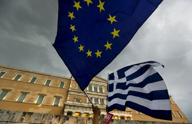 Greeks want to remain within the European Union, survey shows | tovima.gr