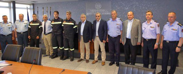 Βράβευση πυροσβεστών από τον Ν. Τόσκα   tovima.gr