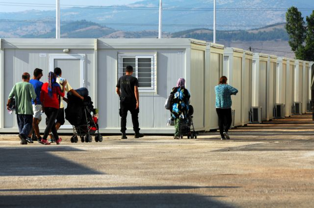 Final migrants and refugees moved out of port of Piraeus | tovima.gr