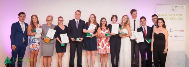 Ευρωπαϊκό βραβείο καινοτομίας σε μαθητές από την Πιερία για το «Smileybin» | tovima.gr