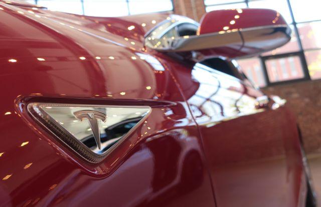 Η Tesla διορθώνει το Autopilot | tovima.gr