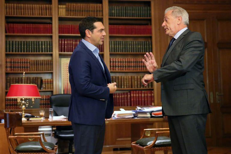 Tsipras, Avramopoulos discuss migration crisis | tovima.gr