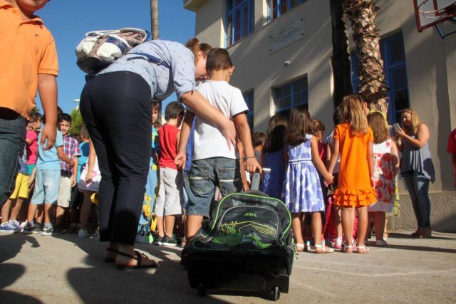 New school year officially begins on Monday morning | tovima.gr