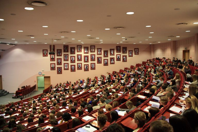Ξένες γλώσσες με χαμηλά δίδακτρα από το Πανεπιστήμιο Αθηνών   tovima.gr