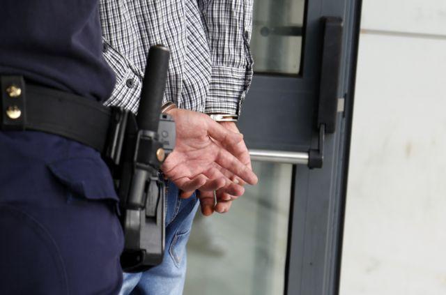 Ποινικές διώξεις σε τέσσερις ορθοπεδικούς για παράνομες προμήθειες ιατρικών υλικών   tovima.gr