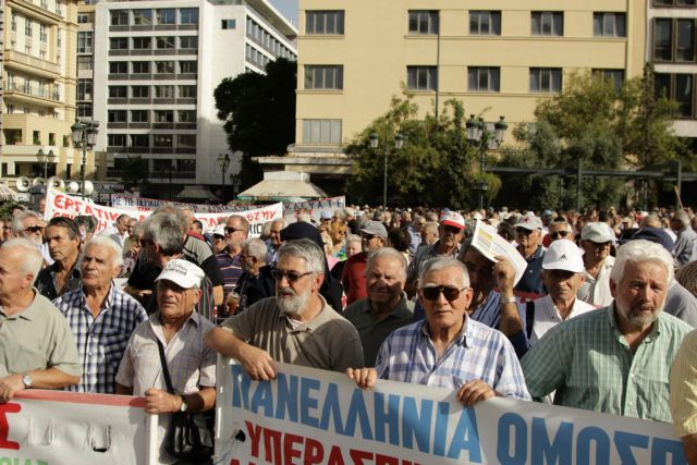 Pensioner groups demonstrate over recent pension cuts | tovima.gr
