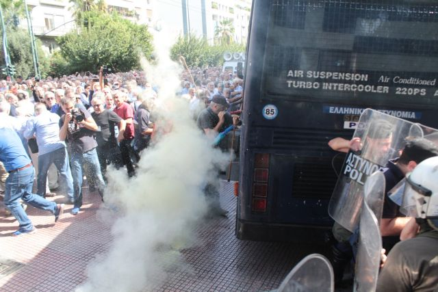 PM Tsipras troubled over use of tear gas against pensioners | tovima.gr