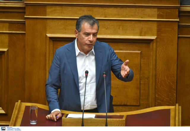 """Theodorakis: """"We need a political solution for the TV licenses"""" 