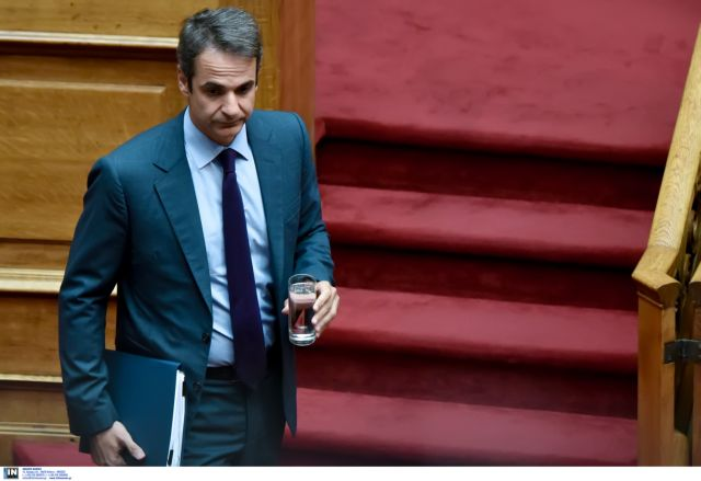 Mitsotakis aiming to attract centrists and undecided voters   tovima.gr