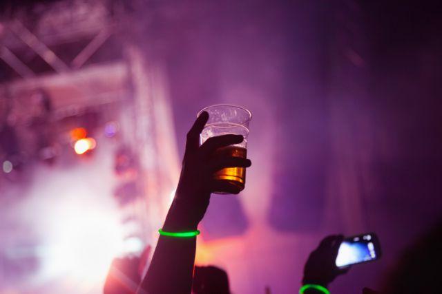 Εκατοντάδες φιάλες ποτών «μπόμπες» εντόπισε το ΣΔΟΕ στο Περιστέρι   tovima.gr