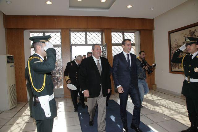 Main opposition leader visits Ministry of National Defense | tovima.gr