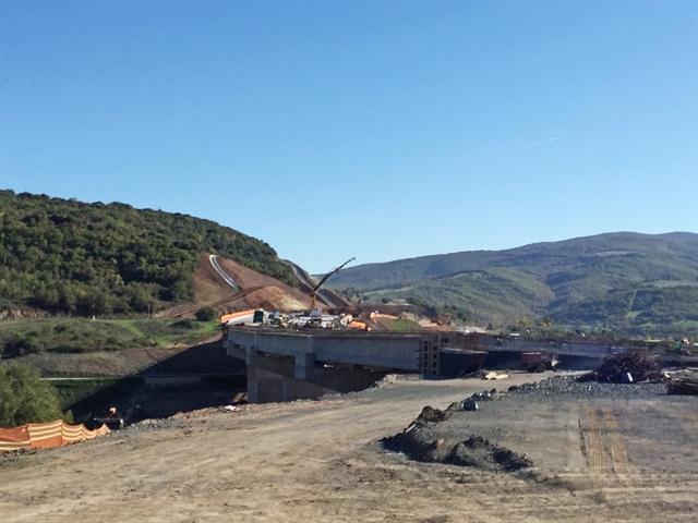 Αδυνατούμε να διαχειριστούμε αποδοτικά επενδύσεις 25 δισ. σε υποδομές   tovima.gr