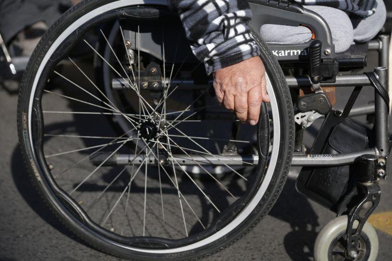 ΟΠΕΚΑ: Κανένα ζήτημα περικοπών στα αναπηρικά επιδόματα | tovima.gr