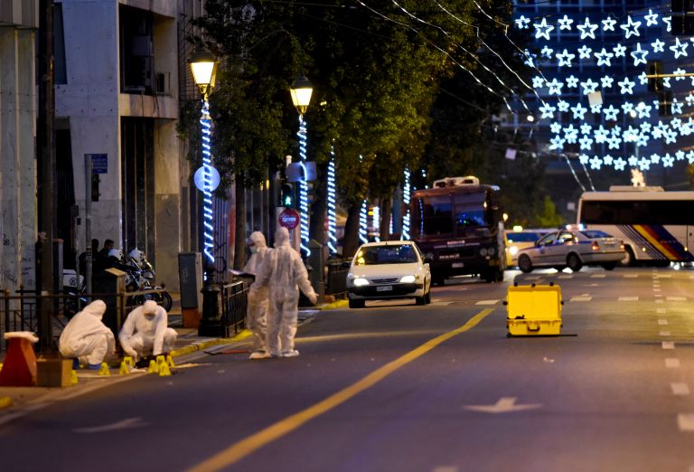 Controlled explosions carried out at Ministry of Labor | tovima.gr