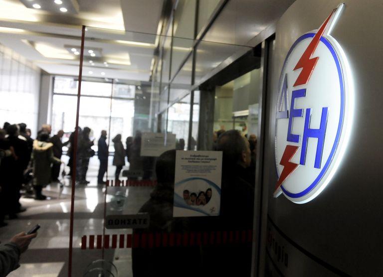 Παρέμβαση στα κεντρικά γραφεία της ΔΕΗ από τον Ρουβίκωνα   tovima.gr