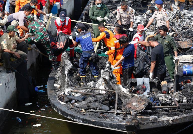 Ναυτική τραγωδία στην Ινδονησία με δεκάδες νεκρούς | tovima.gr