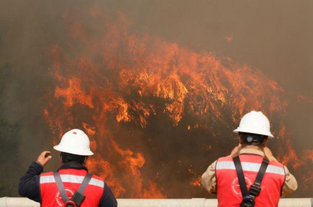 Χιλή: Τεράστιες ζημιές από γιγαντιαία πυρκαγιά στο Βαλπαραΐσο | tovima.gr