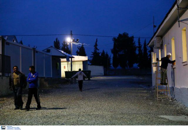 Ενας τραυματίας από φωτιά σε κέντρο προσφύγων στα Διαβατά   tovima.gr