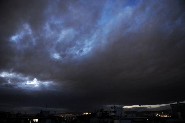 Ο καιρός σήμερα : Ισχυρές βροχές και καταιγίδες | tovima.gr