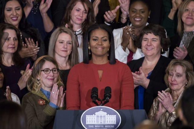 Με τρεμάμενη φωνή η Μισέλ Ομπάμα αποχαιρέτησε τον Λευκό Οίκο | tovima.gr