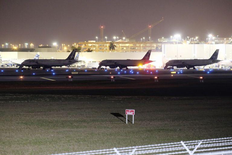 Επίθεση με μαχαίρι κατά αστυνομικού σε αεροδρόμιο του Μίσιγκαν   tovima.gr