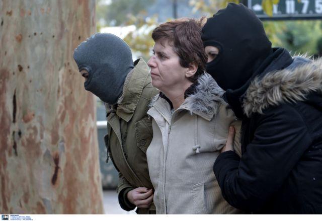 Στη ΓΑΔΑ η Πόλα Ρούπα προσπάθησε να «αρπάξει» όπλο αστυνομικού | tovima.gr