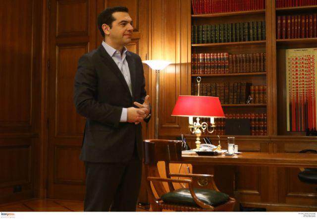 Καταδικάζει το Μαξίμου τη δολοφονική επίθεση στα γραφεία του ΠαΣοΚ   tovima.gr