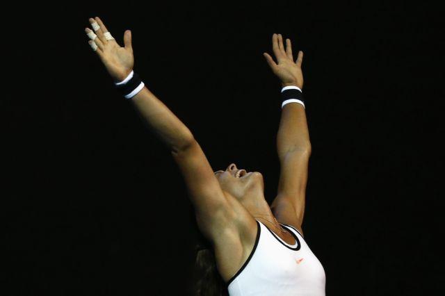 Μεγάλη νίκη και πρόκριση για τη Σάκκαρη στον 3ο γύρο του Australia Open   tovima.gr