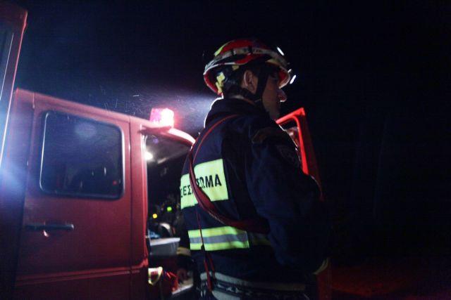 Υπό έλεγχο η φωτιά σε εργοστάσιο χάρτου στο Μενίδι | tovima.gr