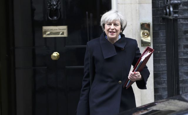 Η Μέι και τα εκατομμύρια των Ευρωπαίων της Βρετανίας | tovima.gr