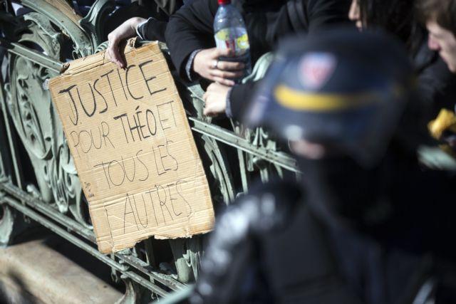 Δεξιά και ακροδεξιά κατά Ολάντ μετά τα επεισόδια στο Σεν Ντενί | tovima.gr