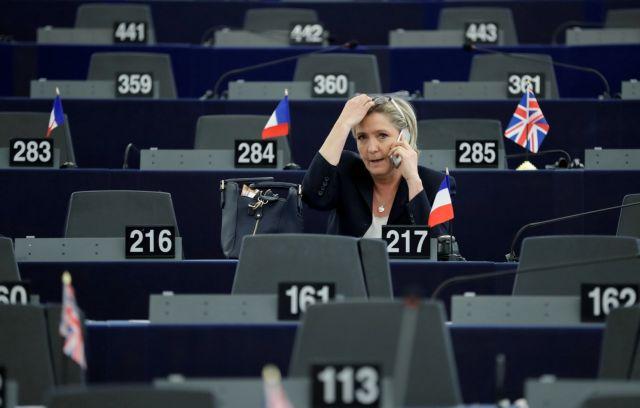 Αρνείται να προσέλθει ενώπιον του ανακριτή η Λεπέν για το ευρω-σκάνδαλο | tovima.gr