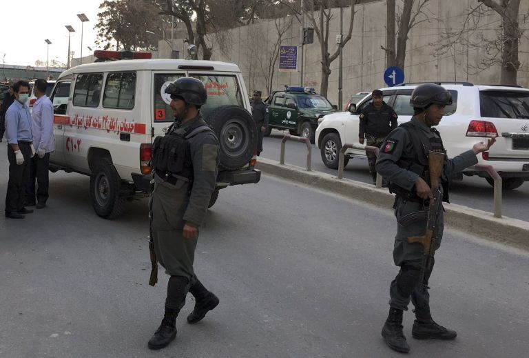 Εκρηξεις και πυροβολισμοί κοντά στο στρατιωτικό νοσοκομείο της Καμπούλ   tovima.gr