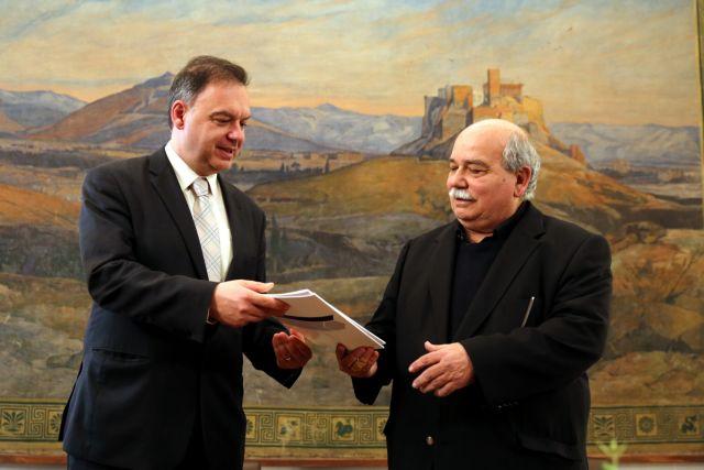 Τον αντικαταστάτη του Λιαργκόβα αναζητά η Βουλή   tovima.gr